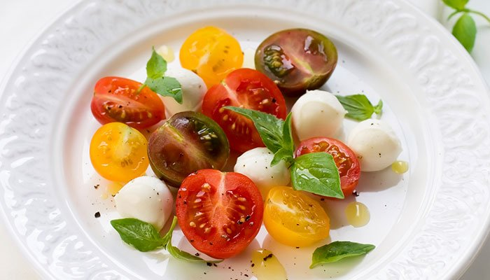 tomato basil bocconcini salad display image